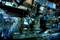 Heavy machinery (futhark) Tags: old blue black green texture abandoned metal canon high rust industrial dof dynamic angle decay wide perspective machine rusty textures machinery abandon heavy vignetting range viejo weight dri hdr highdynamicrange antiguo hdri peso maquinaria oxid weighted photomatix pesada 40d