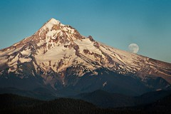 Mount Hood Moon Rise (Nathaniel Reinhart) Tags: moon mountain oregon mount explore moonrise mthood hood cascade frontpage mounthood ttt larchmountain