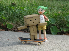 21/365 Helping a friend (Yoshi Gizmo) Tags: girl japan canon toy actionfigure japanese doll powershot figure collectable yotsuba danbo revoltech 365project danboard sx200is yoshigizmo
