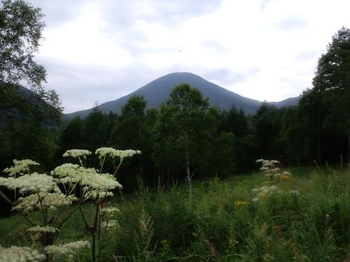 西側から浅間山を見る