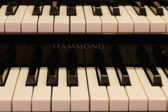 Front view of a Hammond organ