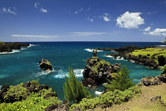 Wai'anapanapa State Park (Shannon Cayze) Tags: ocean water landscape hawaii waianapanapa maui shannon 5d canon5d canonef2470mmf28lusm roadtohana circularpolarizer waianapanapastatepark 2470mm bwcircularpolarizer cayze 5dmarkii canon5dmarkii shannoncayze