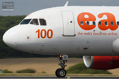 G-EZID - 2442 - Easyjet - Airbus A319-111 - Luton - 100811 - Steven Gray - IMG_1392