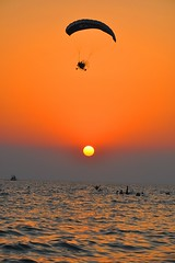 Sunset and Sun to voyage (Emre Saracoglu) Tags: voyage sunset red sea sky people beautiful smile plane fly day ukraine daily gne insanlar gn batm parat ukrayna