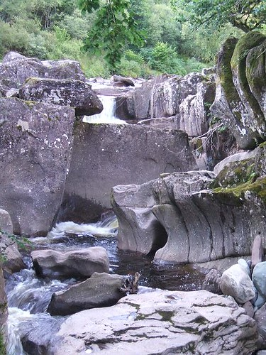 Puddingstone rocks at Bracklinn falls
