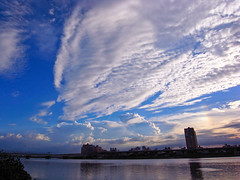 ◎騎車快拍◎ (funkyruru) Tags: sunset sky bike rainbow ricoh 天空 postprocessing 河 彩虹 自行車道 河濱 gx200 延平河濱公園 騎車快拍