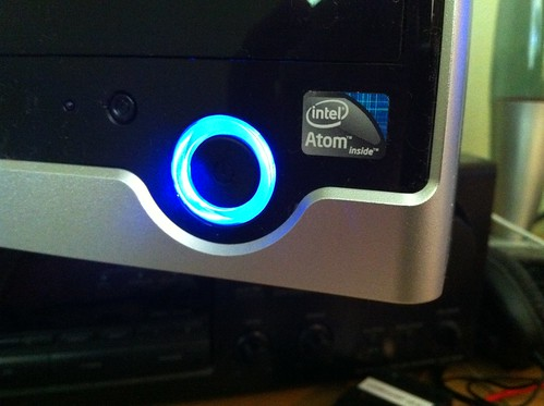 how to use atom live server