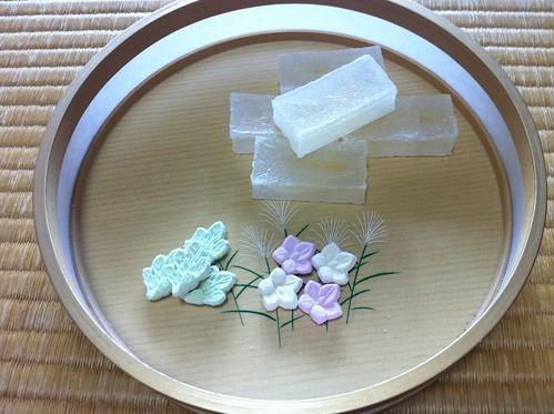 """今日のお菓子 No.1 – """"干菓子(ひがし)""""と""""和三盆(わさんぼん)"""""""