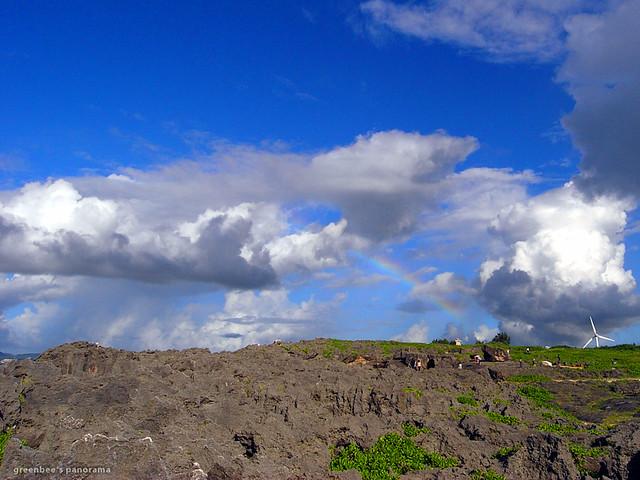 旧盆ナカヌヒーの残波岬(下から見た虹)