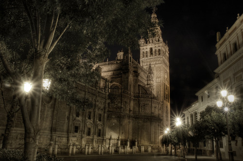 The Giralda at night. Seville. La Giralda por la noche. Sevilla.