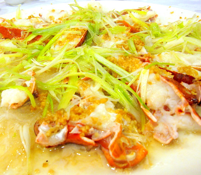 Steam Lobster Claws with Minced Garlic and Rice Vermicelli