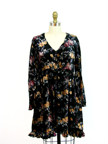 VINTAGE 1990's CARPET FLORAL DRESS