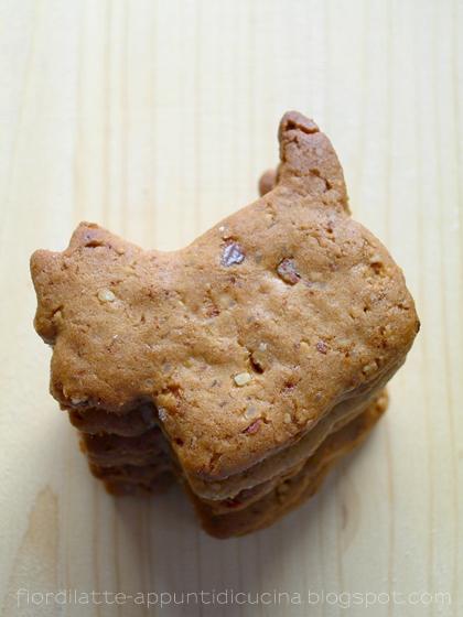 Biscotti speziati alla melassa e mandorle