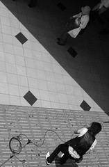 (It's Stefan) Tags: blackandwhite bw streetart blancoynegro monochrome japan japanese singing noiretblanc performing singer 日本 osaka kansai japon giappone birdseyeview biancoenero japón vogelperspektive birdeye 黑与白 vistadepajaro 黑與白 siyahvebeyaz schwazweis 黒と白 ©stefanhöchst