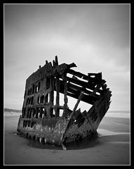 Iredale (Chris Delle) Tags: blackandwhite bw white black oregon canon skeleton coast peter shipwreck final coastline 1020 2009 sigma1020mm iredale 40d