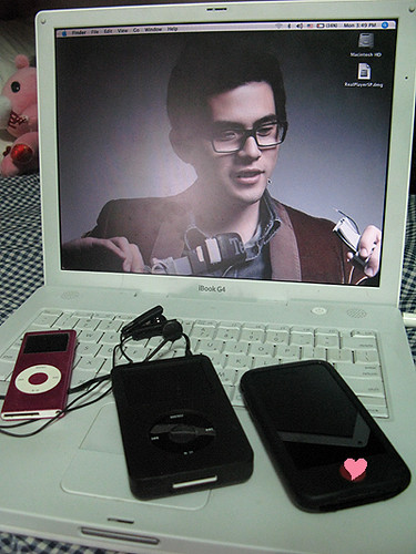 jay zhou wallpaper. Love the wallpaper it's so dorky and cute at the same time.