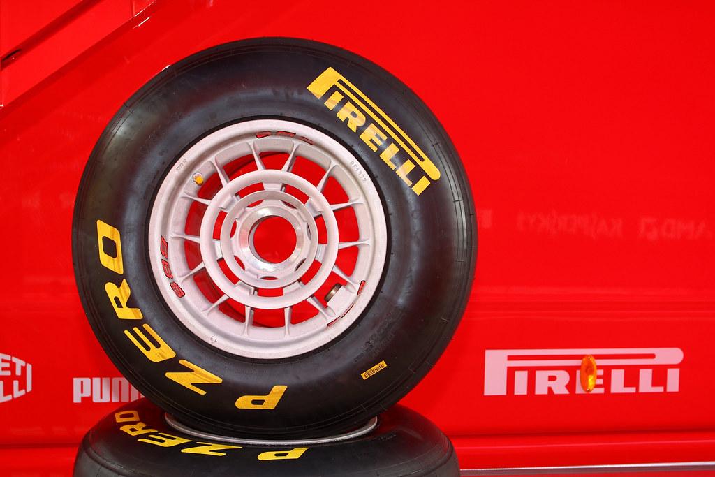 Pirelli Formula 1 Valencia Tests February 2011 002
