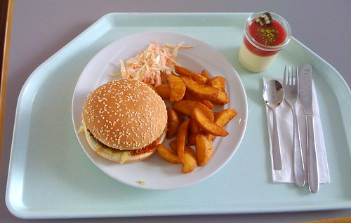 Country Burger, coleslaw & potato wedges