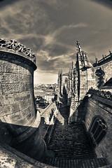 "Por la""mirilla"" de la Catedral (PUAROT) Tags: españa blanco photography spain nikon negro d70s catedral bn cielo salamanca fotografia peleng mirilla puarot"