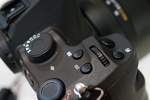 SIGMA SD1 grip shutter button 02