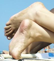 P1010264 (Dragonotna) Tags: feet soles sexyfeet femalefeet sexysoles femalesoles candidbeachfeet