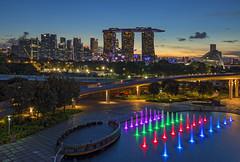 Sunset @ Marina Barrage Singapore (gintks) Tags: gintaygintks gintks marinabaysands marinabay marinabayfinancialcentre singaporetourismboard singapore yoursingapore exploresingapore marinabaysingapore fountain landscapes
