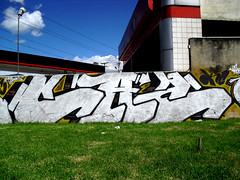 (cazdosmdc) Tags: black writing word graffiti colombia bogota flat fat cap okc bombing magnetic nlt chromes mdc cazdos