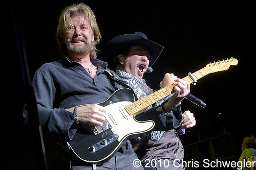 4842260121 bed01244de Brooks And Dunn   07 29 10   DTE Energy Music Theatre, Clarkston, MI