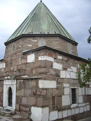 P1040909   Ahi Şerafeddin'in Türbesi (tombeau)