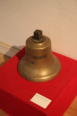 Orlogsmuseet - Ship's Bell from the Ironclad PEDER SKRAM, 1908 (yetdark) Tags: history museum copenhagen marine bell randoms kopenhagen københavn glocke marinemuseum shipsbell navymuseum orlogsmuseet schiffsglocke tamron1750mmvc royaldanishnavalmuseum museerikøbenhavn