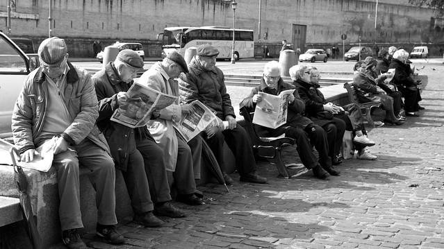 leggendo giornali cc Adriana Molas