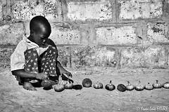 En rang d'oignons (ylfaure) Tags: africa bw monochrome kid child nb fv10 senegal enfant  afrique sngal      yoanloicfaure ylfaure gandiaye yoanloicfaure
