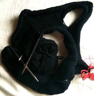 Open-collared pullover in progress: 12cm knit