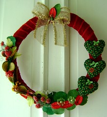 Coroa de Tecido (Moa do Cabelo Vermelho) Tags: natal artesanato coraes artes coroa tecido lao enfeite