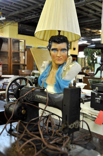 MeekerAvenueFleaMarketElvisLamp