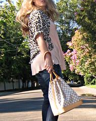 leopard blouse knotted to fit like cropped jacket+jeans+louis vuitton noe azur+peach (...love Maegan) Tags: miguelina rebelwithoutacause leopardprintblouse tomfordsunglasses leopardblouse nudeheels paigepremiumjeans boutique9shoes peachtankblouse louisvuittonazurnoebag
