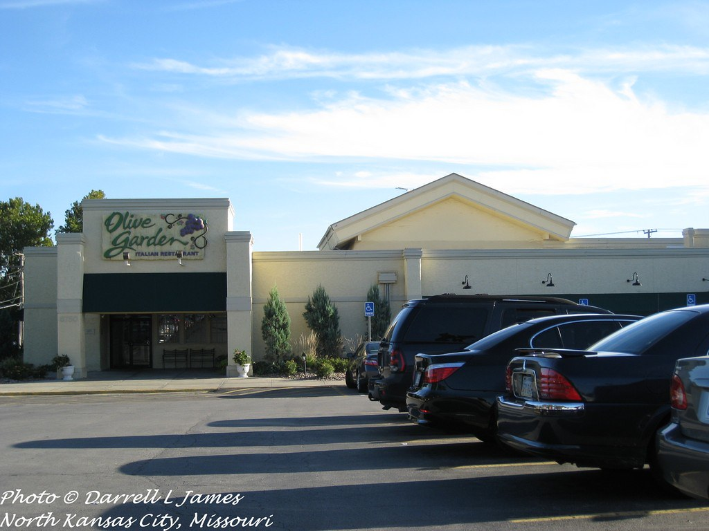 Olive Garden, 6750 W 95th, OP KS, 4_wm (Retail Memories) Tags