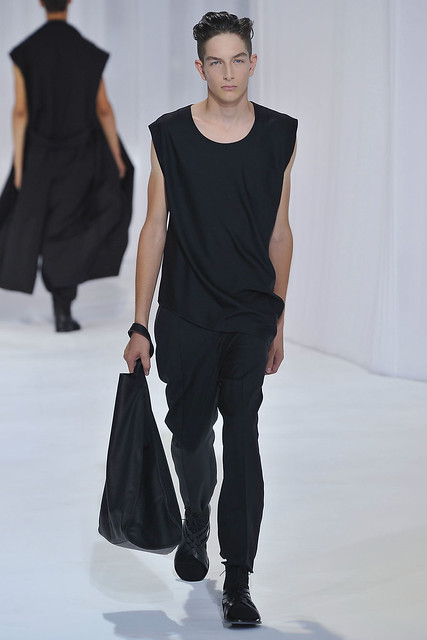 Kaan Tilki3008_SS11_Paris_Dior Homme(VOGUEcom)