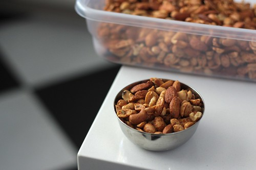 spicy cocktail nuts