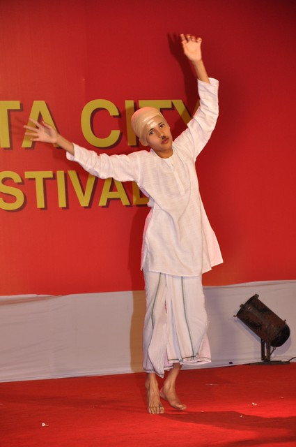 Young talent swings to the tune of 'Ek Chaturanaar' at the Magarpatta City Ganesh Festival