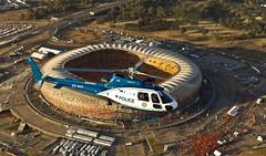 AS350 sobre estadio