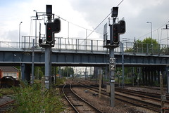 Signal lumineux  la gare de Tourcoing (gog607) Tags: light france station speed train french rouge lampe grande high gare francaise lumire north rail lumiere signalisation signal nordpasdecalais franais chemin feu nord tgv fer francais sncf vitesse lumineux tourcoing