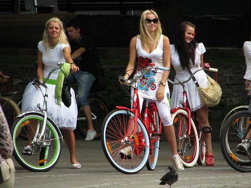 Bike babes by kalevkevad