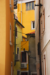 Narrow (Thomas Roland) Tags: street sea house colour by town alley slovenia lane piran slovenija hus adriatic hav gade slovenien gyde farver strde adriaterhavet