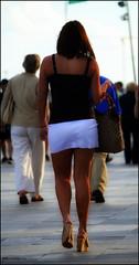Sur ses traces ... (Pemi Serarols) Tags: street woman sexy girl female calle mujer strada chica legs candid femme skirt heels jupe stolen rua tacones rue miniskirt fille carrer noia jambes dona piernas talons robada falda stolenshot minifalda cames fotorobada volée borrowedphoto minijupe photovolée tacons faldilla pemisera minifaldilla