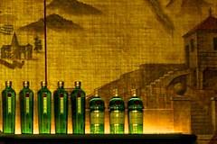 the tanqueray family (Winfried Veil) Tags: leica green bar 50mm gold golden bottle cafe bottles rangefinder gin summilux asph flasche tanqueray 2010 m9 tanqueray10 münchen flaschen hausderkunst grün messsucher leicam9 winfriedveil