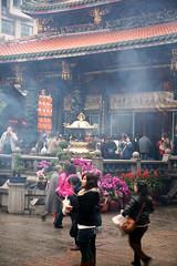 Longshan Temple 27 (David OMalley) Tags: urban modern asian temple energy asia market buddha buddhist markets chinese taiwan streetlife buddhism exotic busy temples confucius taipei formosa   ilha  metropolitan exciting dense chaotic bustling energetic  confucianism  china republic zhnghu  mngu
