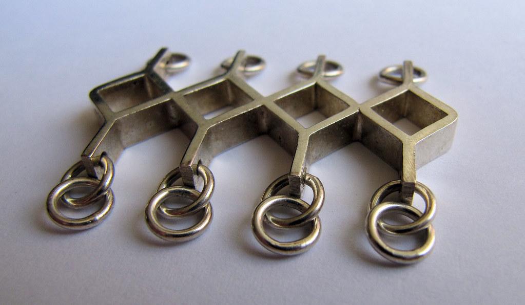01 - Kultateollisuus Ky Geometric Diamond Pendant