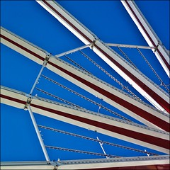stahlstrahlen zum quadrat (bleibt fr dich) Tags: blue red rot angle halo blau rood blickwinkel whatabeautifulday ansichtssache himmelberoldenburg