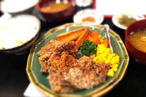 北海道料理屋でザンギ定食。美味い!